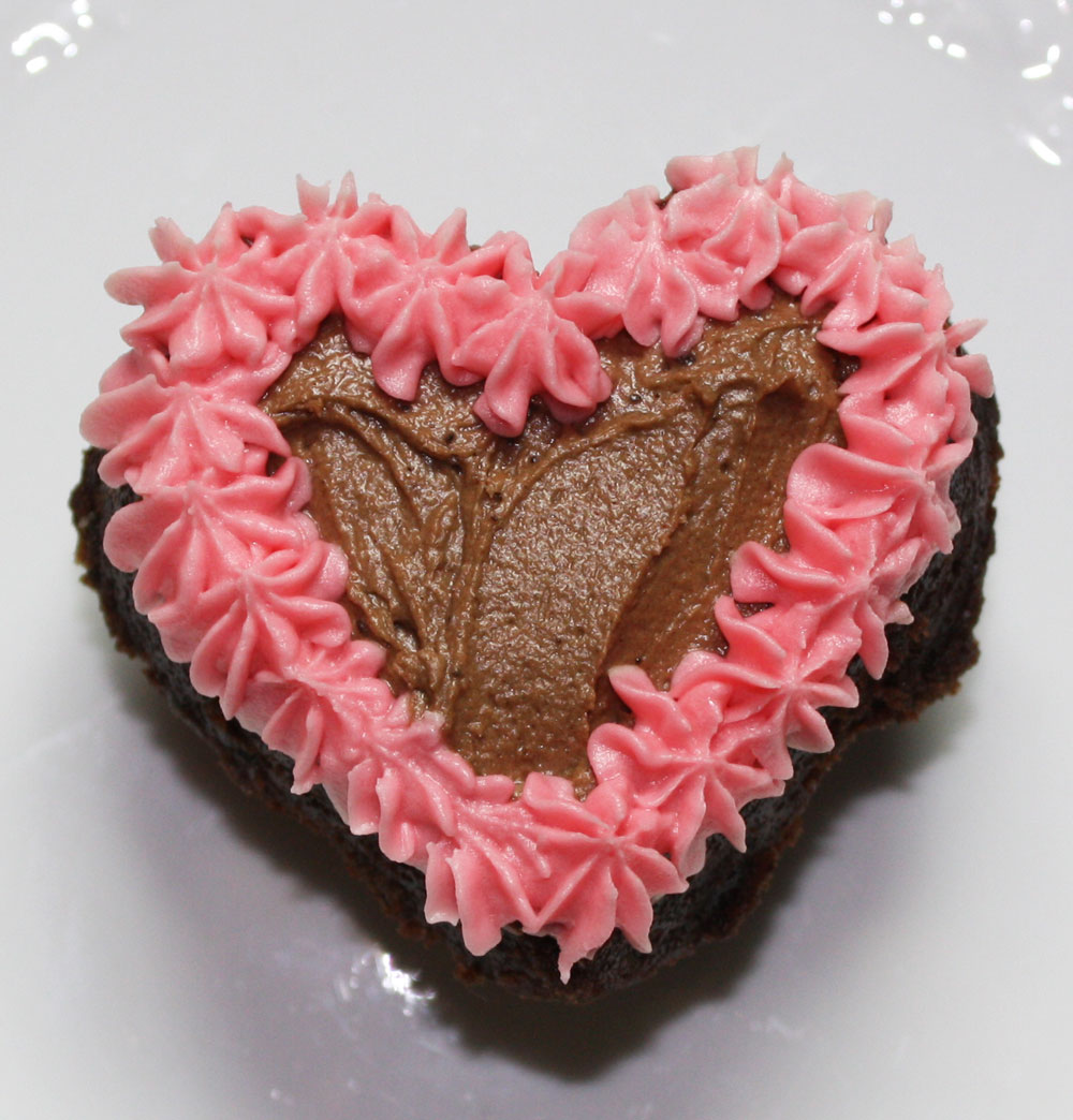 Valentine cake ideas, delicious recipes and decorating tips
